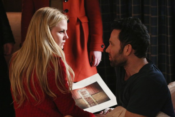 Once-Upon-a-Time-4x17-Best-Laid-Plans-Emma-holding-the-Author-page-with-August-720x480