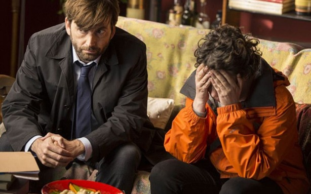 KUDOS FILM AND TELEVISION PRESENTS BROADCHURCH SERIES 2 Images are under strict Embargo not to be used before the 13TH January. PICTURED : OLIVIA COLMAN and DAVID TENNANT. Copyright ITV/Kudos.