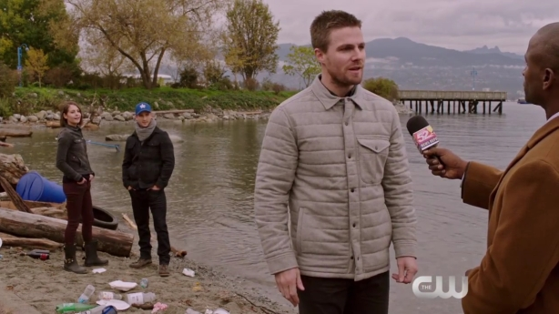 arrow-dark-waters-scene-the-cw-hd-720p-mp4_000010135