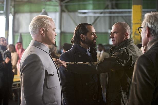 Legends-of-Tomorrow-Pilot-Part-2-Damien-Darhk-Vandal-Savage-Heat-Wave