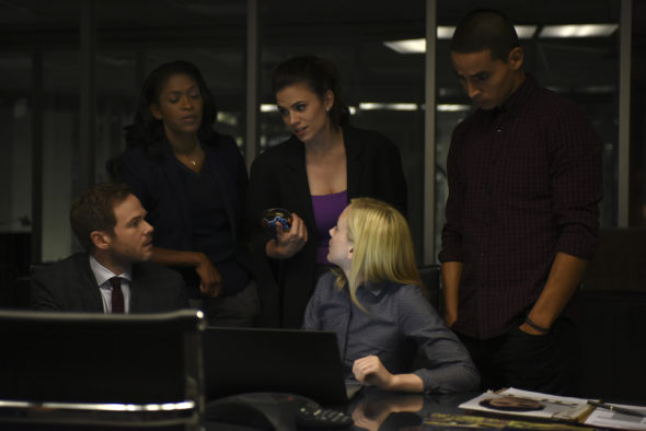 SHAWN ASHMORE, MERRIN DUNGEY, HAYLEY ATWELL, EMILY KINNEY, MANNY MONTANA